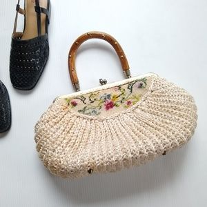 Vintage crochet handbag w/ embroidered floral